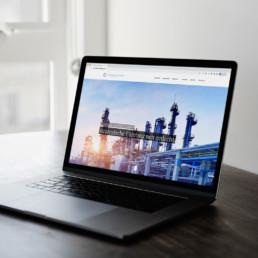 Webdesign für Cologne Strategy Group auf dem Macbook